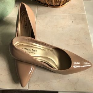 New Nude color Heel Shoes Sz 8W from Predictions!